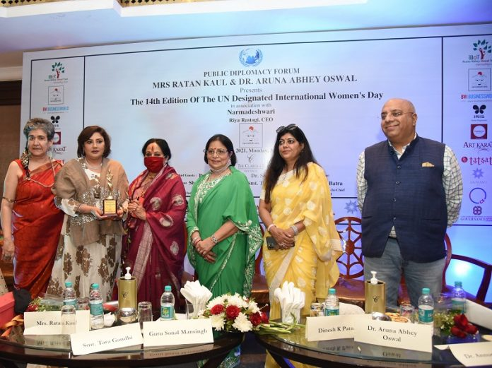 Ratan Kaul-Founder President of Public Diplomacy Forum; Sumi Gupta- Director Tatsat Foundation; Dr Sonal Mansingh- Padama Vibhushan & Member of Parliament, Rajya Sabha; Aruna Oswal- Chairperson of Aruna Oswal Trust; Dr. Renu Hussain-Author; Dr Annurag Batra-Chairman of Business World
